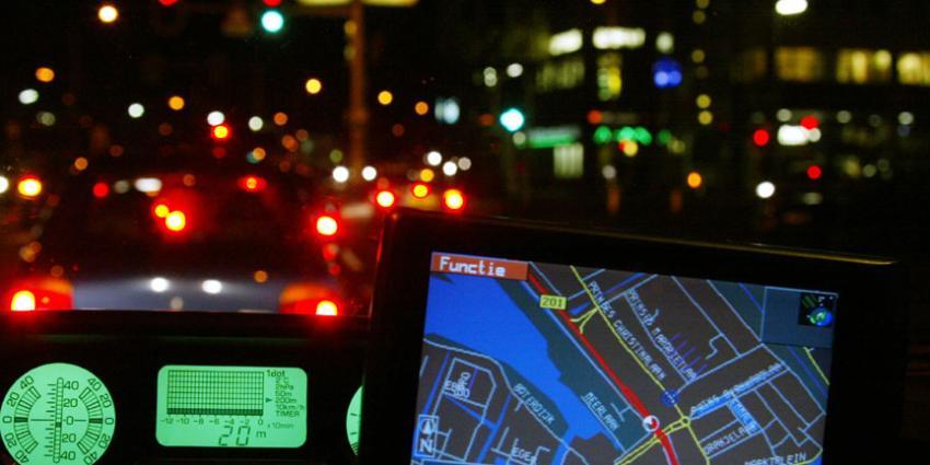 Helers navigatiesystemen gepakt met behulp van lokmiddel