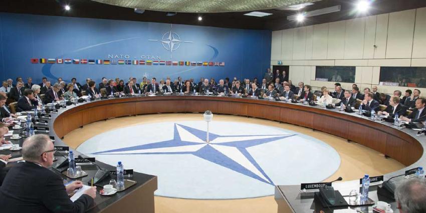 Foto van vergadering NAVO   NATO