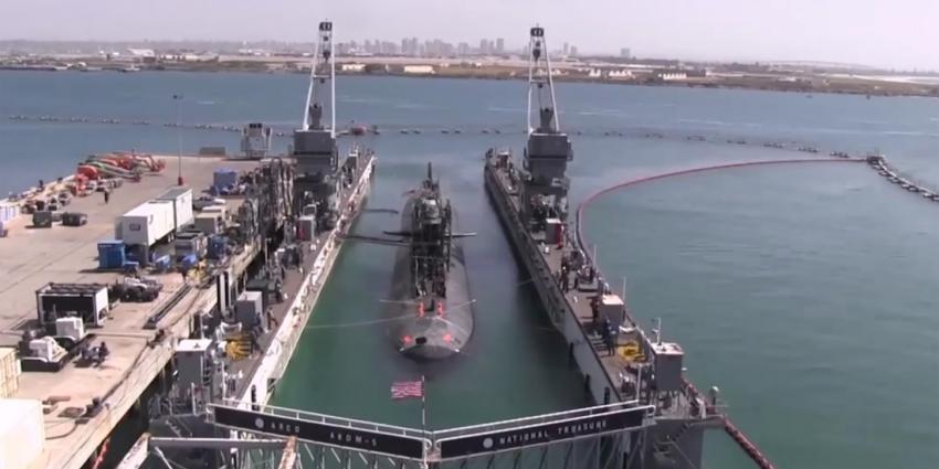 Hoe krijg je een nucleaire onderzeeboot op het droge?