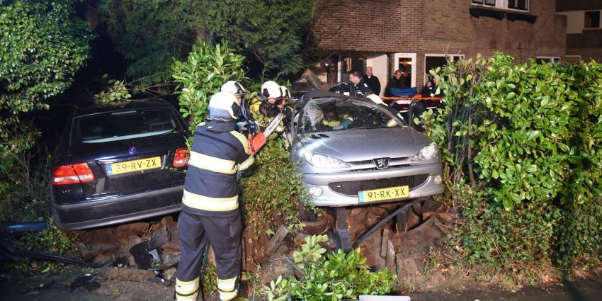 Auto's crashen in voortuin Bilthoven