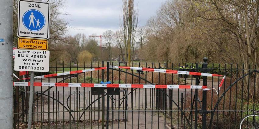 Met mes gestoken en beroofd slachtoffer Oosterpark aan verwondingen overleden