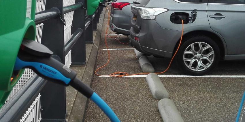 opladen-elektrisch-auto