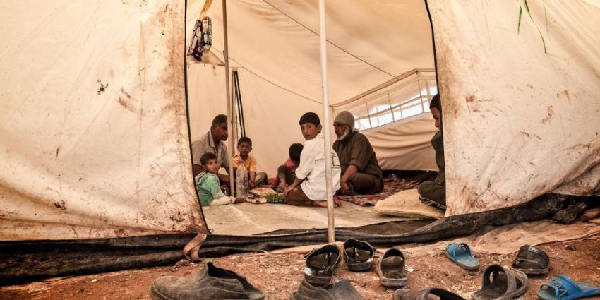 Duizenden vluchtelingen bivakeren in vrieskou