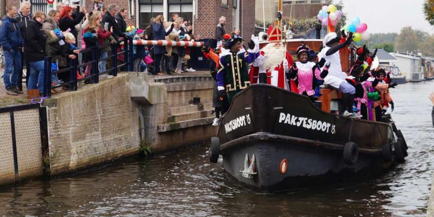 Sinterklaas en Pieten onder grote belangstelling in Heerenveen binnengehaald