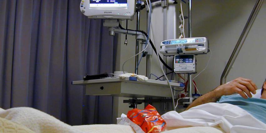 patient-bed-ziekenhuis-monitor