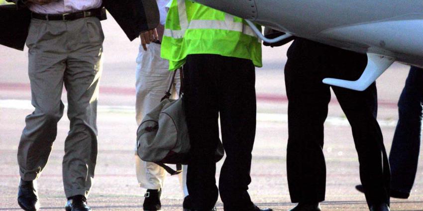 Co-piloot en purser lopen tegen de lamp bij alcoholcontrole