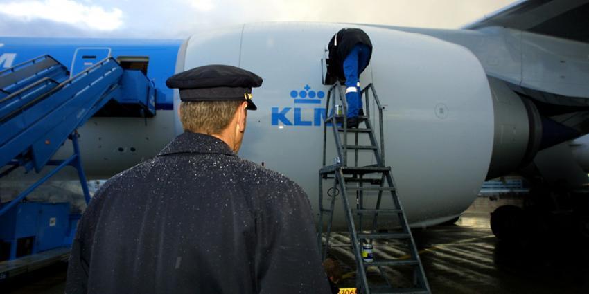 Foto van piloot bij KLM toestel | Archief EHF
