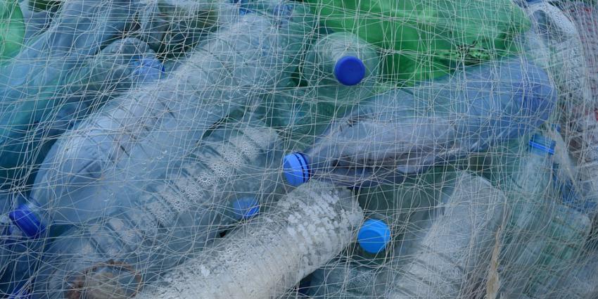 plasticflessen in net