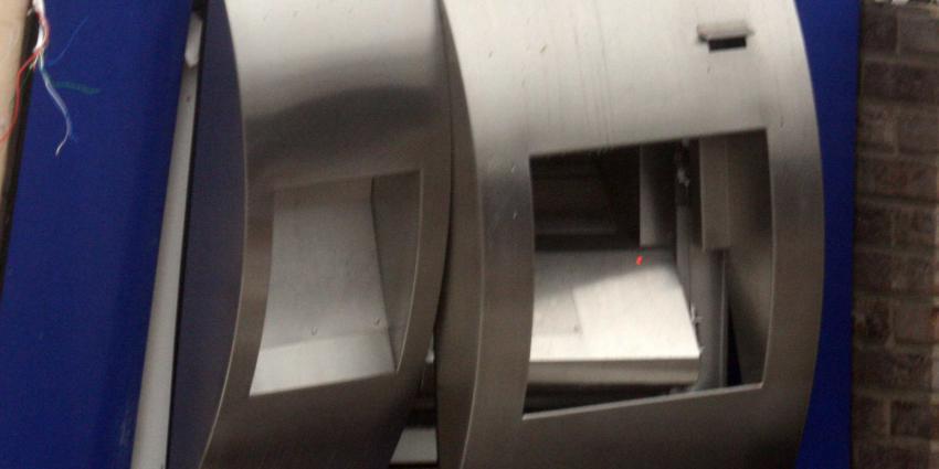 Veel schade bij plofkraak pinautomaat in Ell