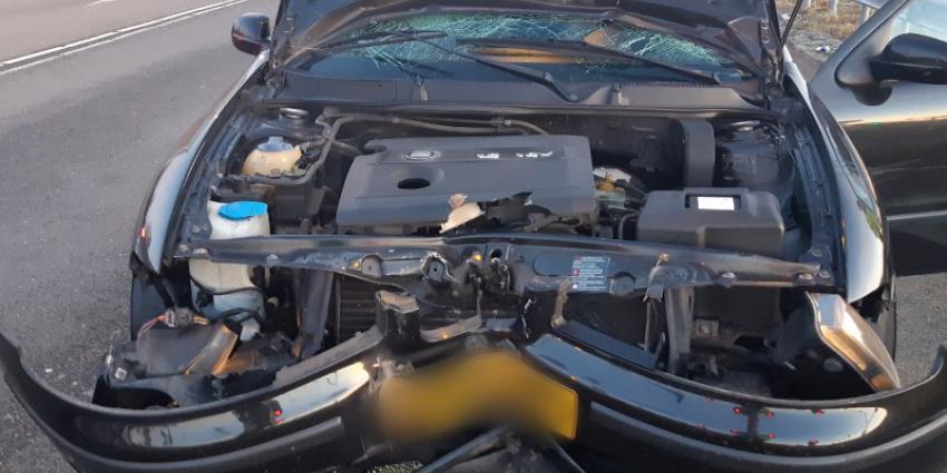 Zwaar gehavende auto