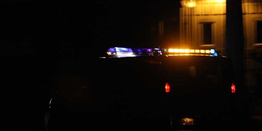 Foto van politiebusje met zwaailicht in donker   Archief EHF