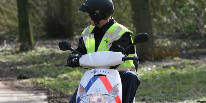 Foto van politie op scooter in bos | Archief EHF