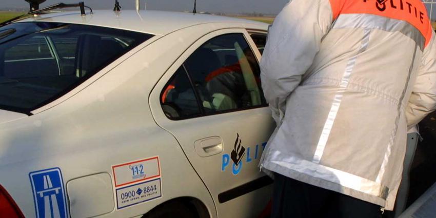 Niet handsfree bellende automobilist mag 150.000,- euro cash bij politie inleveren