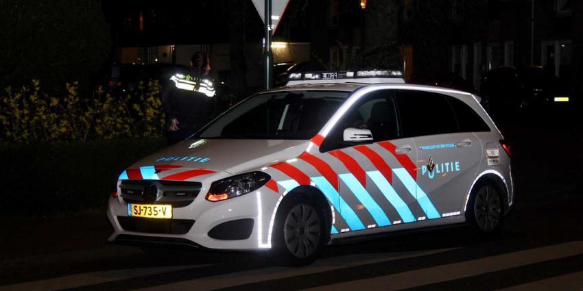 politieauto-reflectie-donker