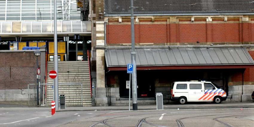 Tijdelijke afzetting Amsterdam CS om op balie gegooide tas