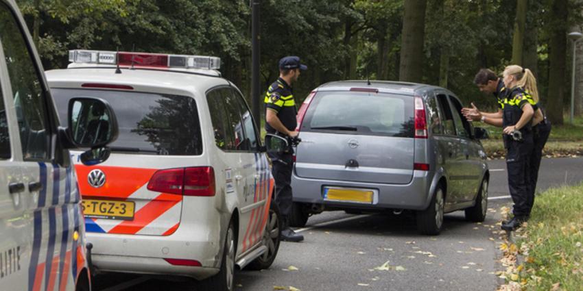 Politie omcirkelt wijk in Vlaardingen na beroving