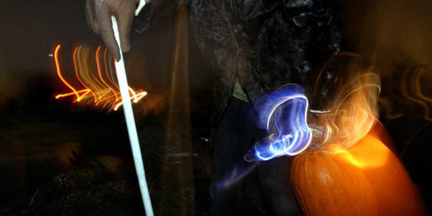 Pompoendieven rijden 's nachts kweekster aan met auto