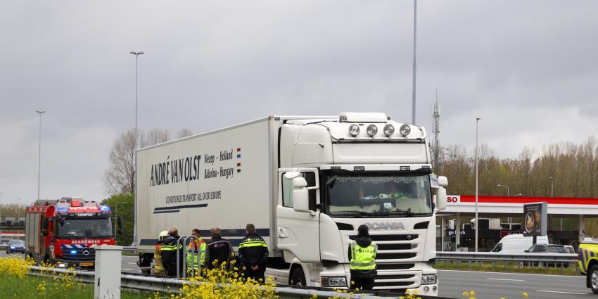 brandweer inspecteert vrachtwagen