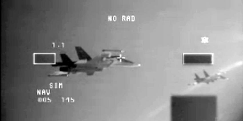 F-16's onderscheppen bewapende Russen