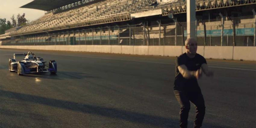 Stuntman geeft 'Salto Mortale' nieuwe betekenis