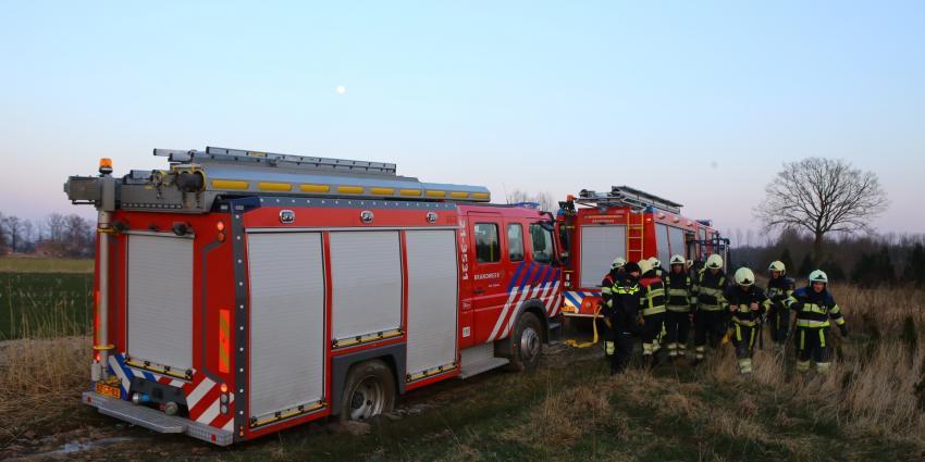 Brandweerwagen rijdt zich vast onderweg naar brand in Schijndel