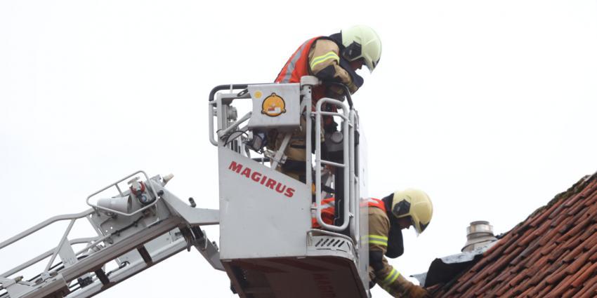 Brandweermannen met ladderwagen