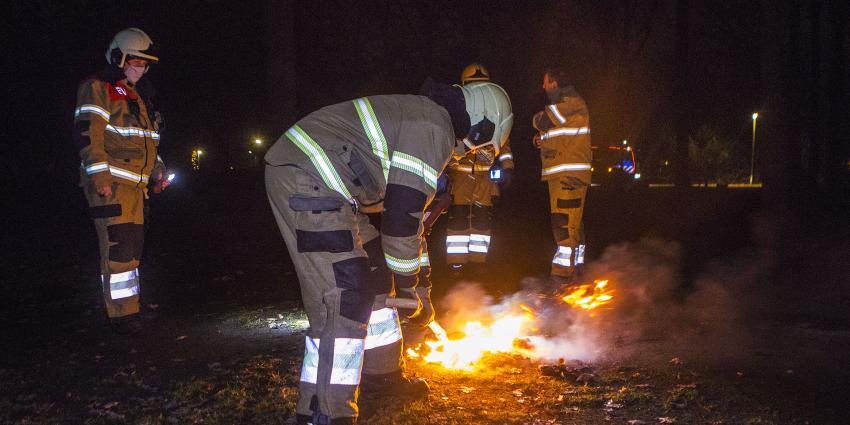 Brandweer bezig met blussen brandje