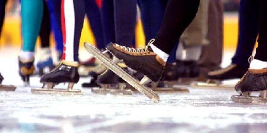 Foto van schaatsers op kunstijs   Archief EHF