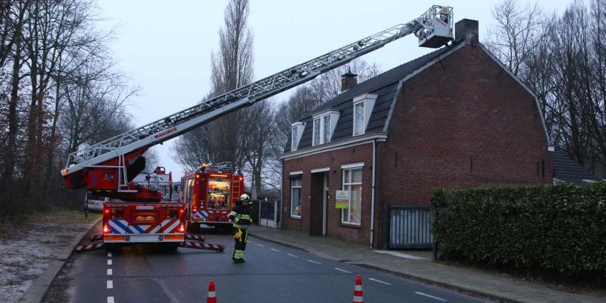 Brandweer redt brandweer met andere ladderauto