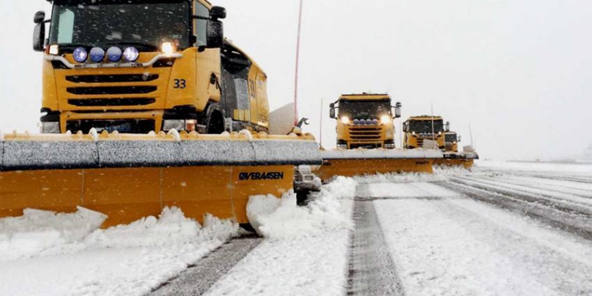 1 op de 3 vluchten op Schiphol geschrapt om sneeuwval