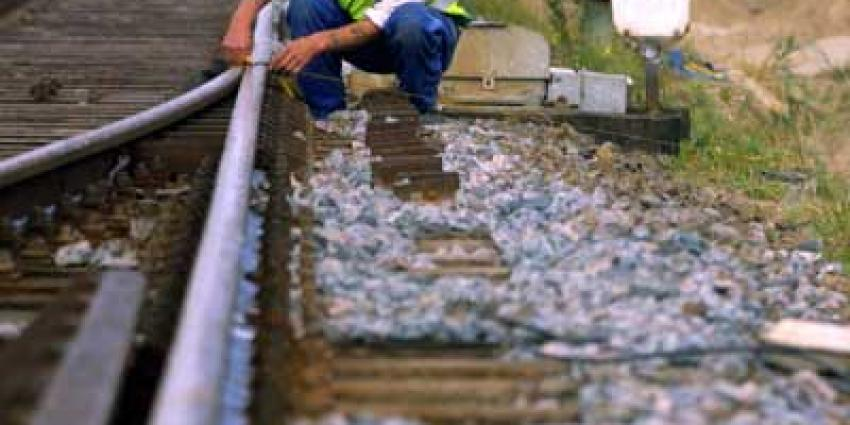 Foto van arbeider langs spoor | Archief EHF