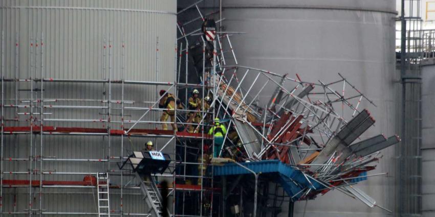 Man na ruim 2 uur onder deels ingestorte steiger bevrijd