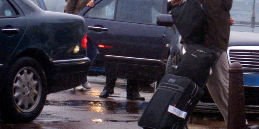 Man uit Alphen aan den Rijn opgepakt voor overvallen op taxichauffeurs
