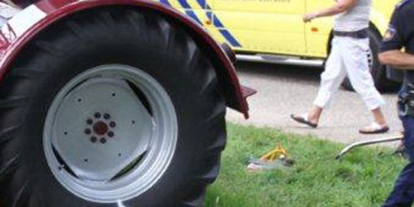 Man gewond bij tractor ongeval Minnertsga -
