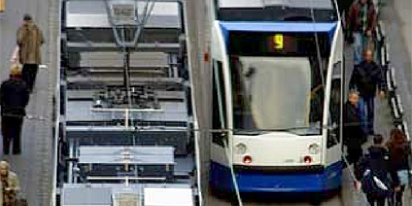 Schot gelost in Amsterdamse tram lijn 16 op Rokin