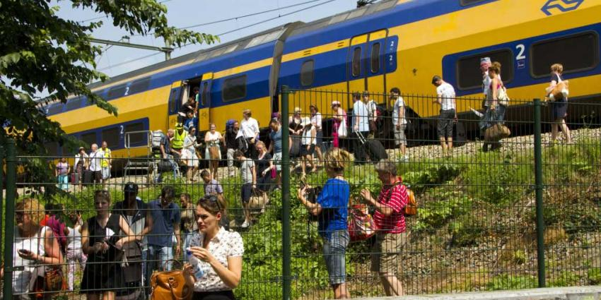 Foto van evacuatie trein hitte zon | Flashphoto | www.flashphoto.nl