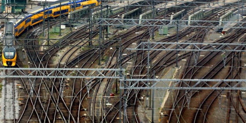 Foto van trein sporen rails station CS A'dam   Archief EHF