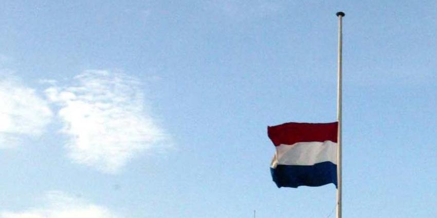 Vlaggen in Bunschoten en Hoevelaken halfstok