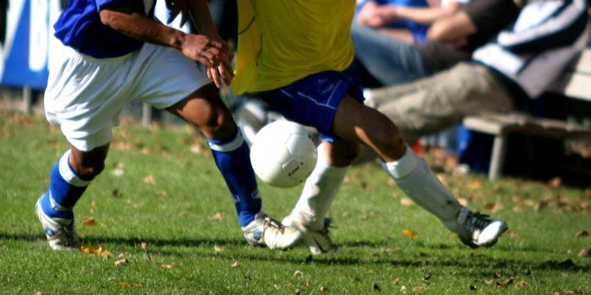 Vijftig man op de vuist met elkaar tijdens mini voetbaltoernooi