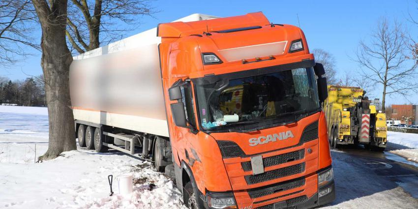 vrachtwagen-sloot-sneeuw
