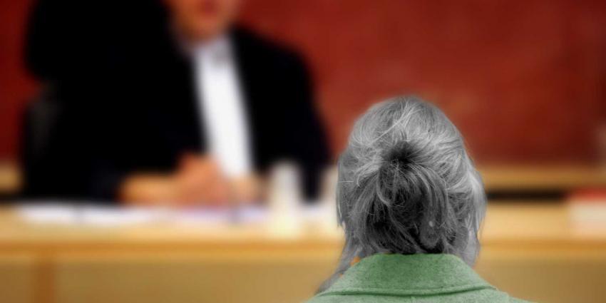 Rechter legt 4 jaar celstraf op aan vrouw (89) voor doodsteken 88-jarige echtgenoot