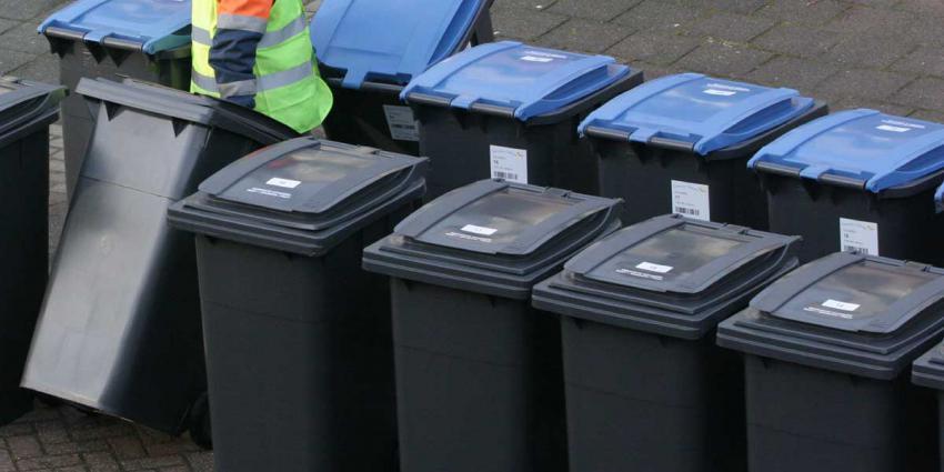 Vuilnisman leegt vuilnisbakken