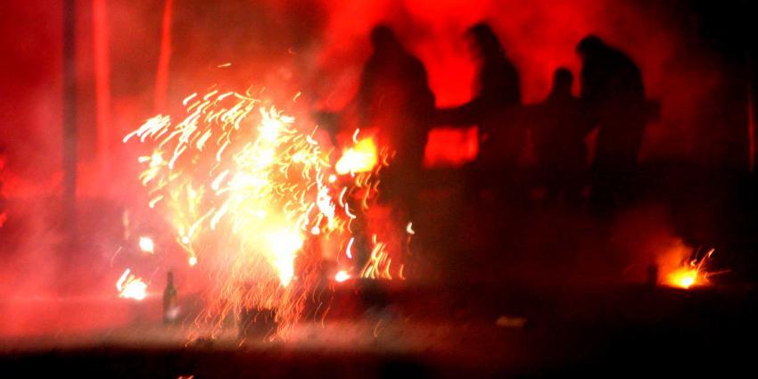 vuurwerk-mensen-donker