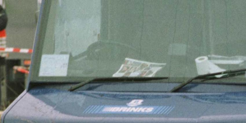Duo bevrijd uit snikhete geldwagen