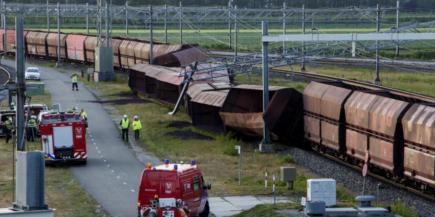 Treinwagons vallen om na ontsporing Zwijndrecht