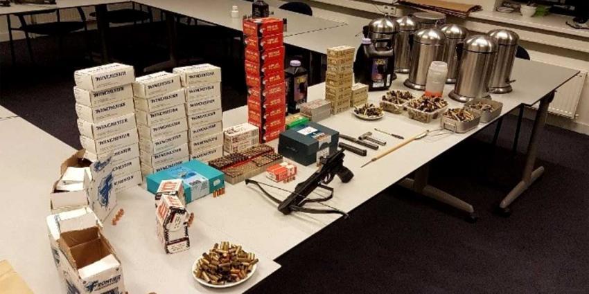 Man (85) vast na vondst wapenarsenaal in woning Spijkenisse
