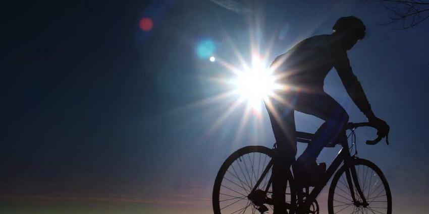 Foto van wielrenner tegenlicht zon | Archief EHF