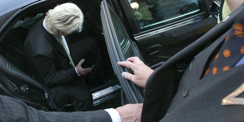 Foto van Geert Wilders in auto met beveiligers   Archief EHF