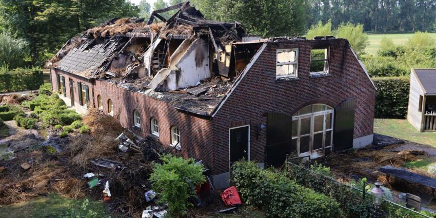 Brand verwoest dubbele woonboerderij Sint-Oedenrode