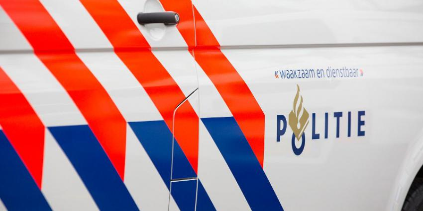 Foto van zijkant politiebus
